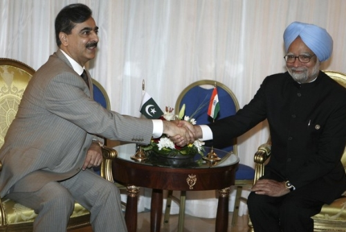 Yousuf Raza Gilani meets Manmohan Singh at NAM summit in Egypt