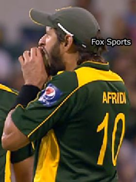 Shahid Afridi bites the ball
