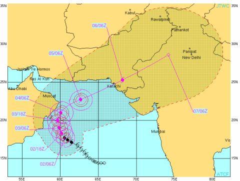 cyclone phet approaches Pakistan