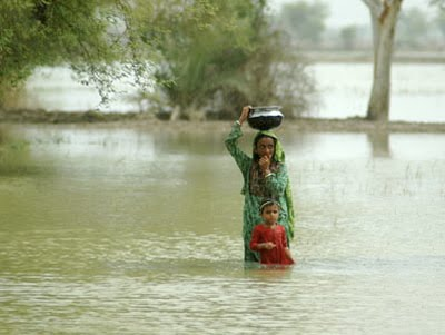 Pakistan Floods Woman