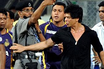 Shah Rukh Khan loses temper during IPL game