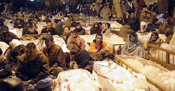 Quetta Hazara Shia protesting with dead