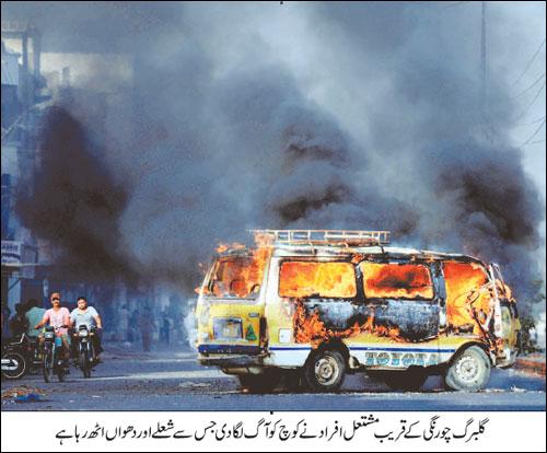 coach torched near gulberg chowrangi