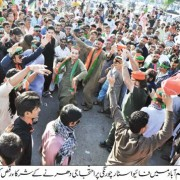 protesters dancing at 5 star chowrangi north nazimabad karachi lockdown