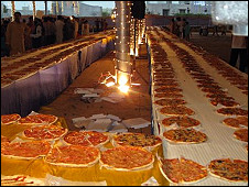 Worlds laregst line of Pizza in lahore