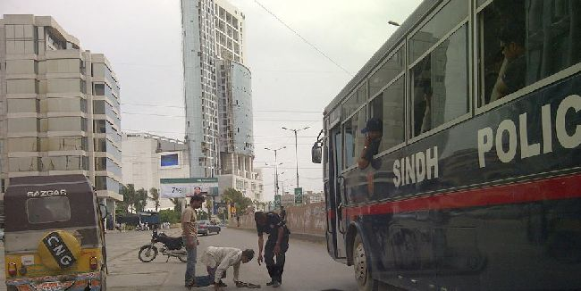 Sind policeman helping guy at clifton karachi 1