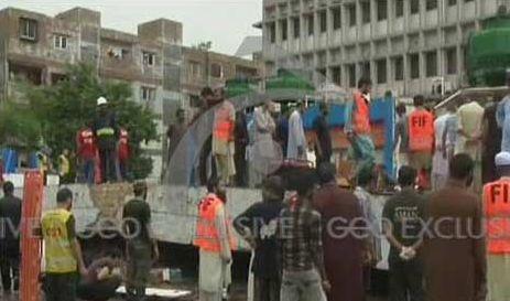 CNG Station roof collapsed at NIPA Chowrangi Karachi